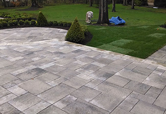 Retaining Walls Plymouth MI - Squeals Landscaping - hardscaping-back-patio